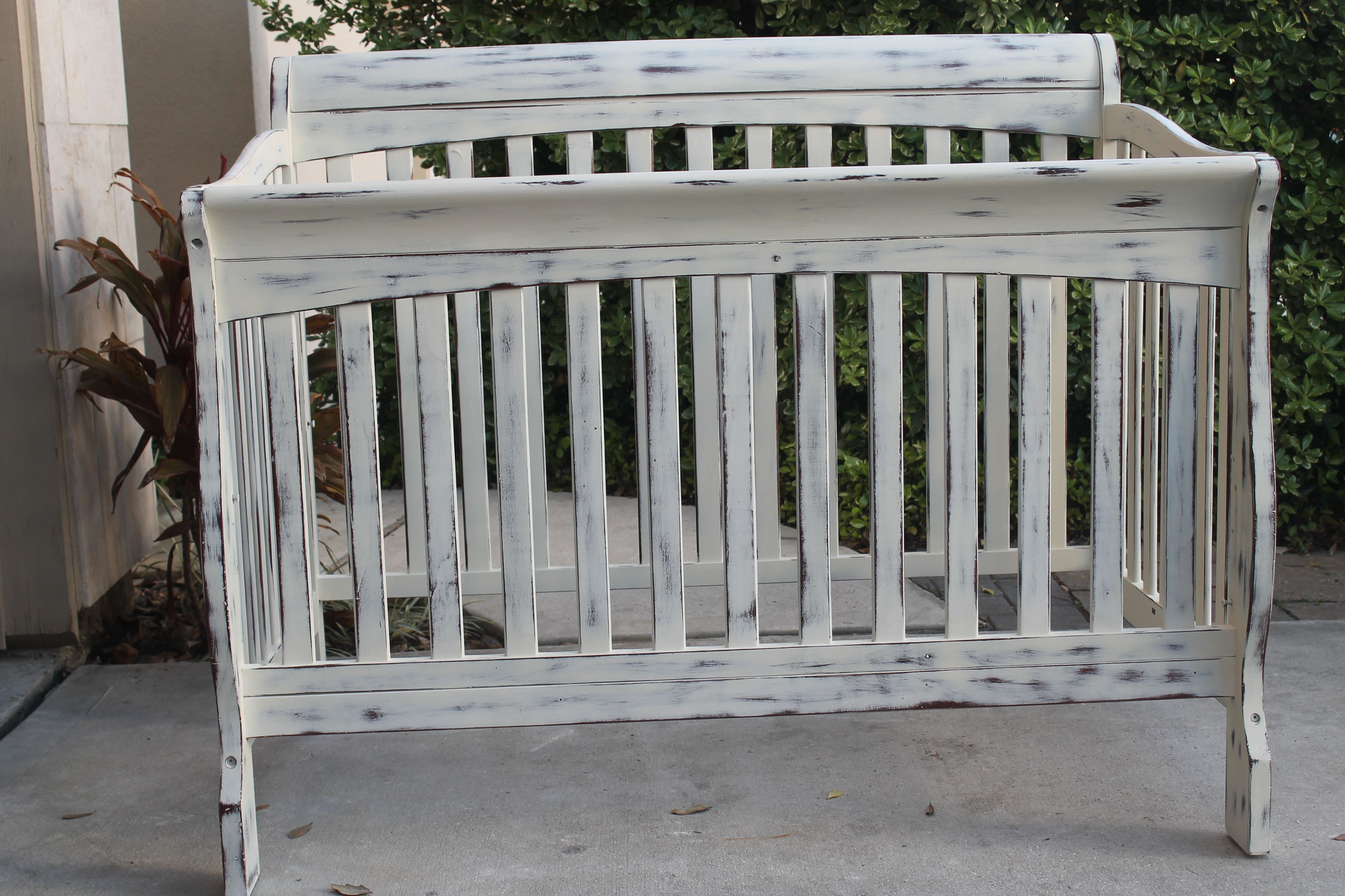 Annie Sloan Chalk Paint In Old White Diy Shabby Chic Crib