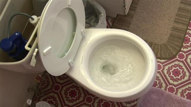 Cette astuce pour conserver la toilette propre est brillante!! Et