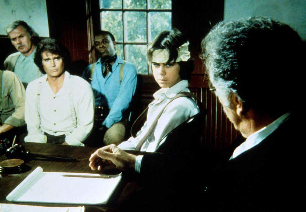 Andy (Patrick Laborteaux, 2.v.r.) sagt dem Richter Parker (Jeff Corey, r.), ...