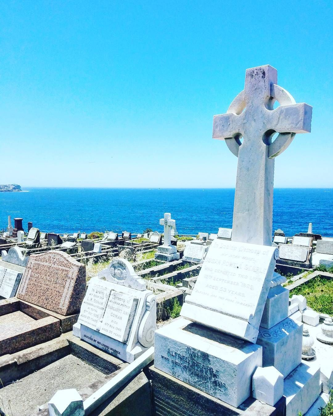 In Sydney the dead have the best views. #waverleycemetery  #waverley #sydney #visitsydney #cemetery #graveyard #hautausmaa #hauta #pacific #tyynivaltameri #travel #matkalla #reissu #mondolöytö #ig_travel  #cntravel #passionpassport (via Instagram)
