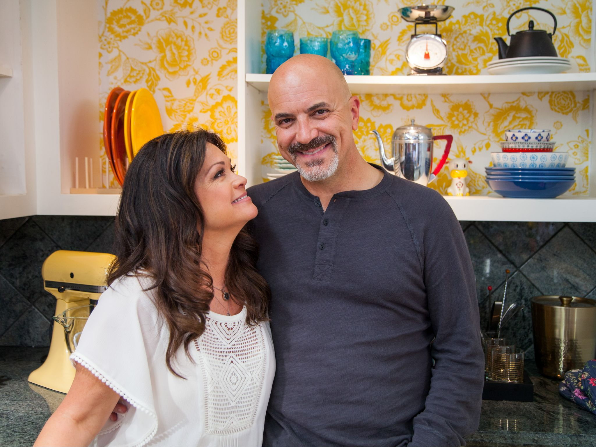 Best Friends Valerie And Her Husband Tom Love Hanging Out Together With A Home Cooked Italian Meal Va Valerie Bertinelli Home Cooking Food Network Recipes