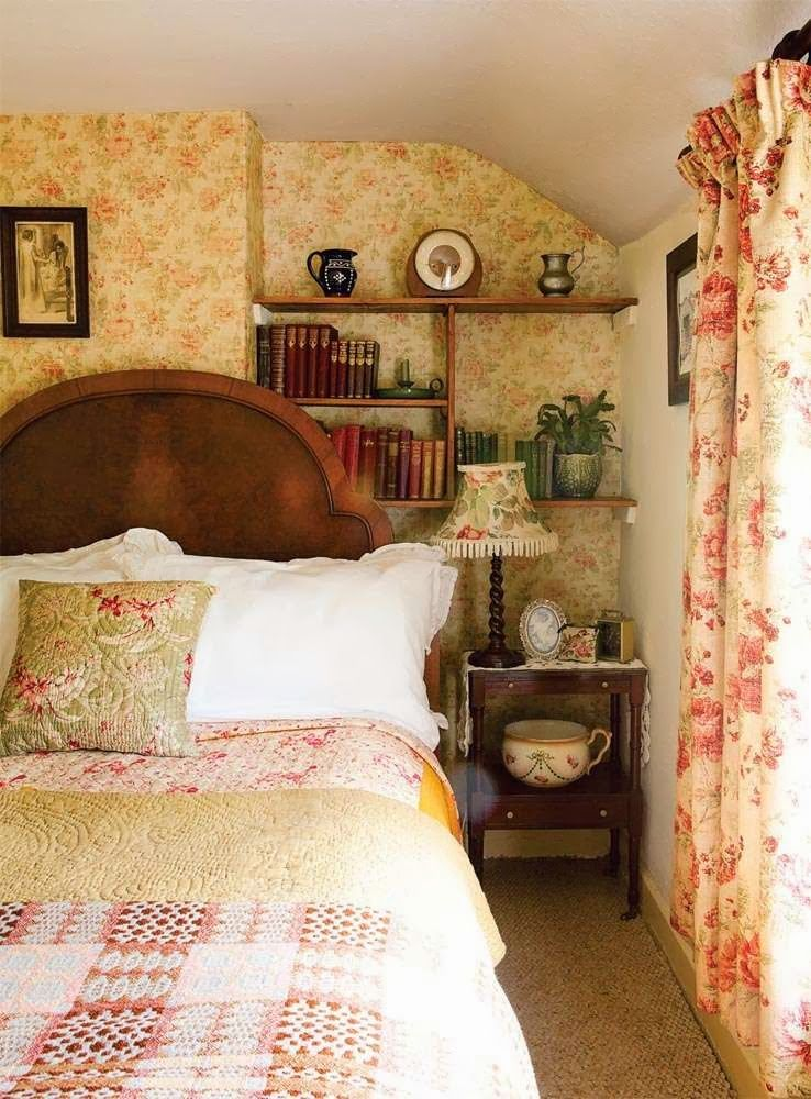 Vintage Bedroom English cottage style room with a vintage
