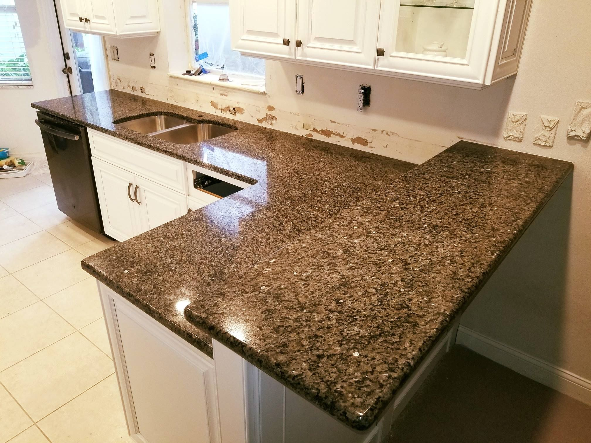 Magnificent New Caledonia Color Granite Used For Kitchen