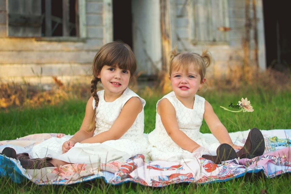 Sisters Session. Country session. Children's photos
