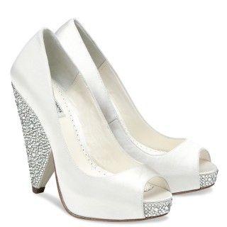Os presentamos la elegante colección de Zapatos para Novias de la firma Benjamin Adams London.