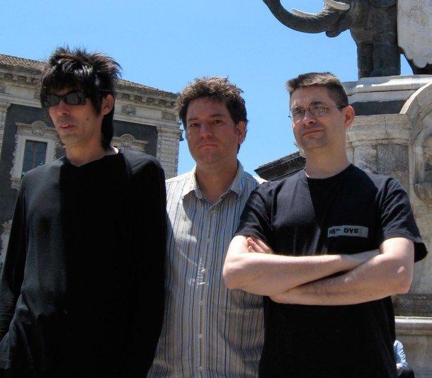 Sept ans après leur dernier opus, Steve Albini et ses acolytes sortent cette semaine un nouvel album, Dude Incredible. Voici trois extraits de ce nouveau Shellac, Riding Bikes, All The Surveyors et Dude Incredible…