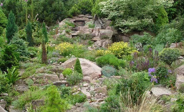 Hanggarten Garten Und Pflanzen Garden Hillside Garden Garden Gates