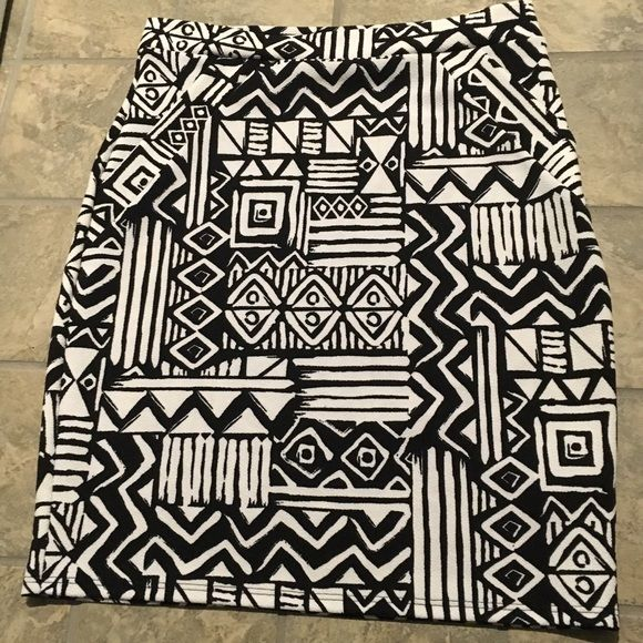 Shop Womens Magic Fit Black White Size L Pencil At A Discounted Price Poshmark Description Tribal Print Skirt Is Classic Back And Look
