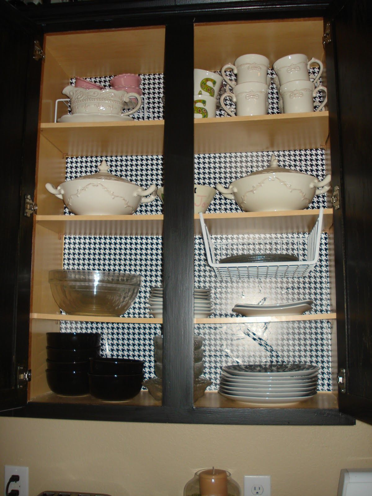houndstooth paper in kitchen cabinets :) so cute!!! | Home | Pinterest