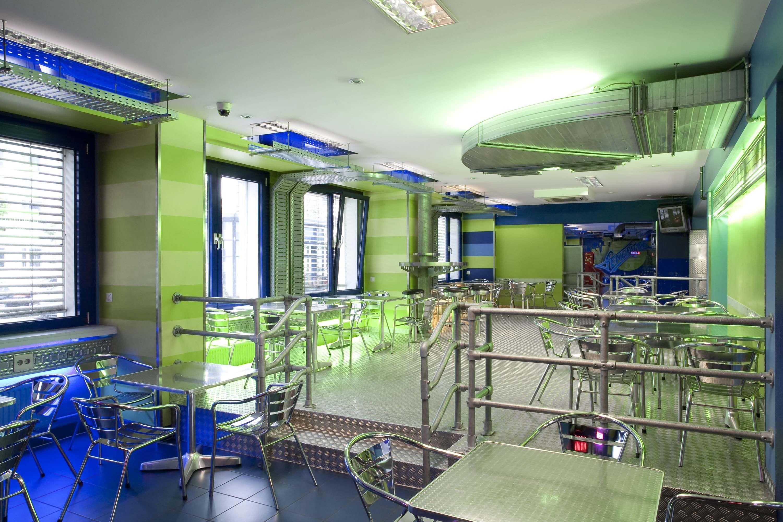 breakfast area generator hostel prenzlauer berg hostel. Black Bedroom Furniture Sets. Home Design Ideas