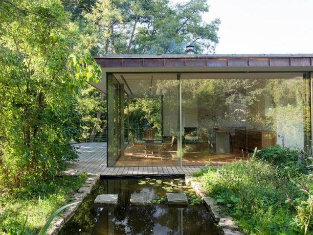 Une maison du0027architecte transparente entre terre et rivière Glass - installation d une climatisation maison