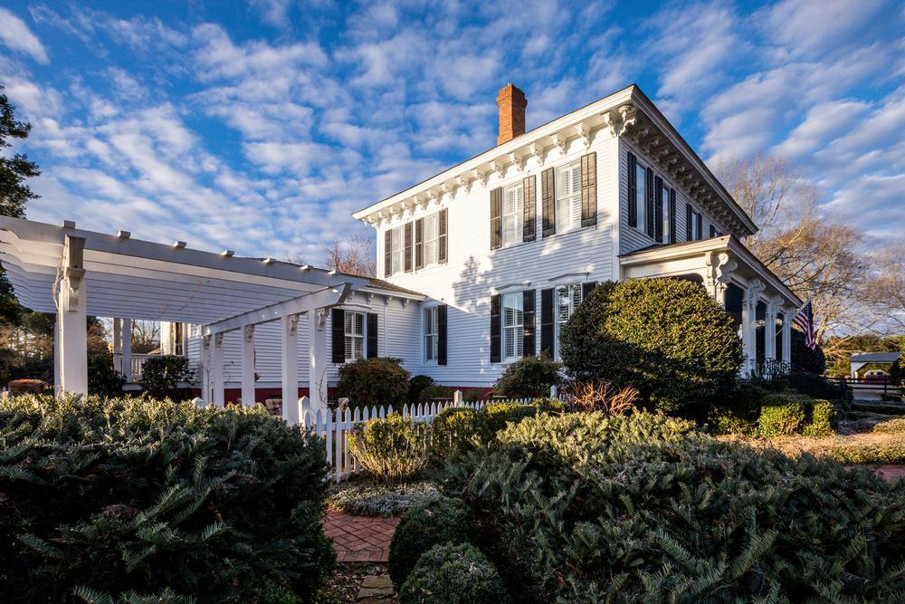1875 Italianate Manor For Sale in Griffin,