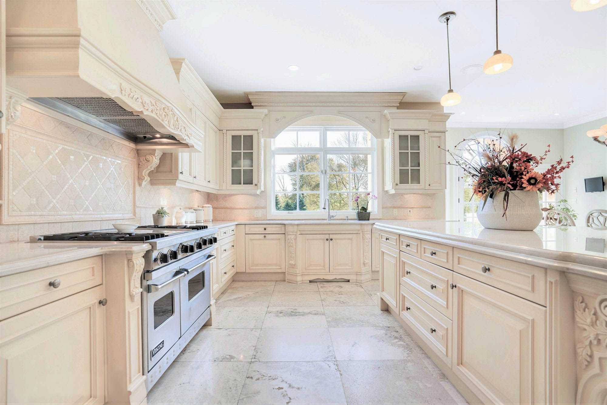 Viking Vs Wolf Ranges The Best High End Ovens Appliances In 2020 Cream Kitchen Cabinets Cream Kitchen Cream Colored Kitchen Cabinets
