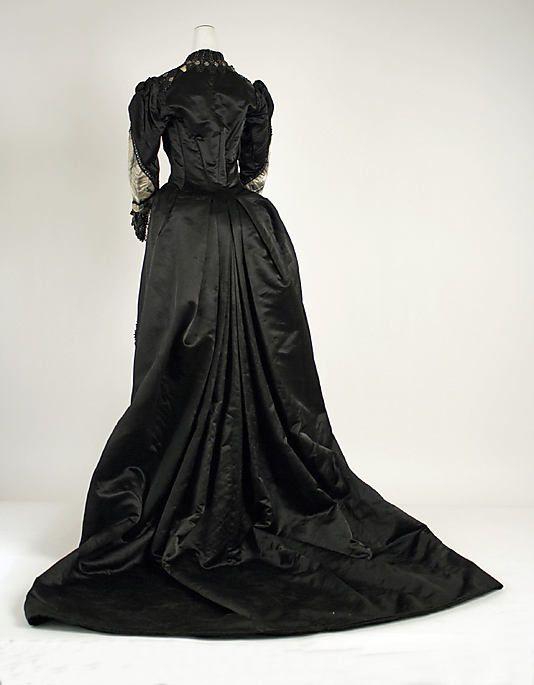 1885–89 Evening Dress. Label: Floerckey, Philadelphia
