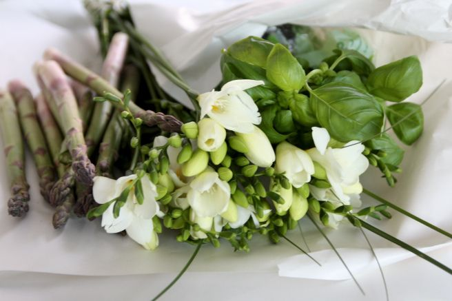 Homevialaura | Spring time | Eat your greens and buy yourself flowers