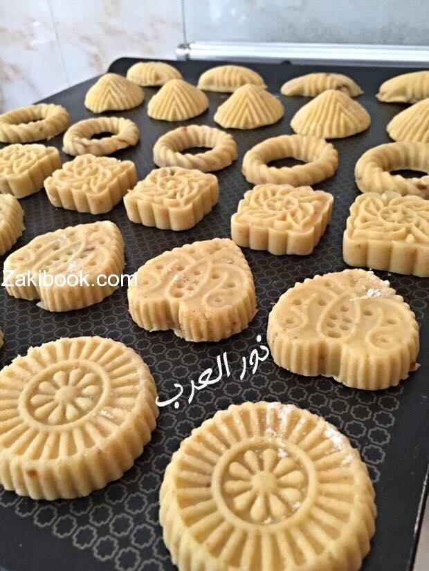 طريقة معمول السميد سر النقشة المحفورة حفر زاكي Cooking Recipes Desserts Arabic Dessert Sweets Recipes