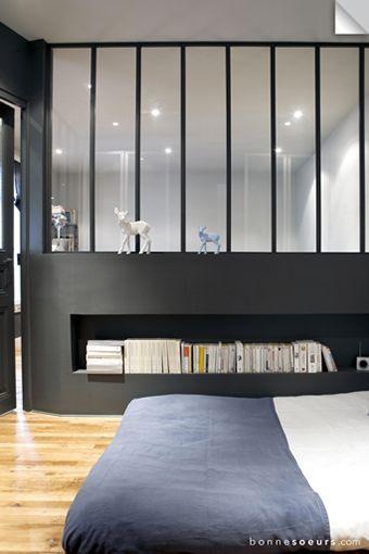 espace nuit ma on carreaux de fen tre et verri re. Black Bedroom Furniture Sets. Home Design Ideas