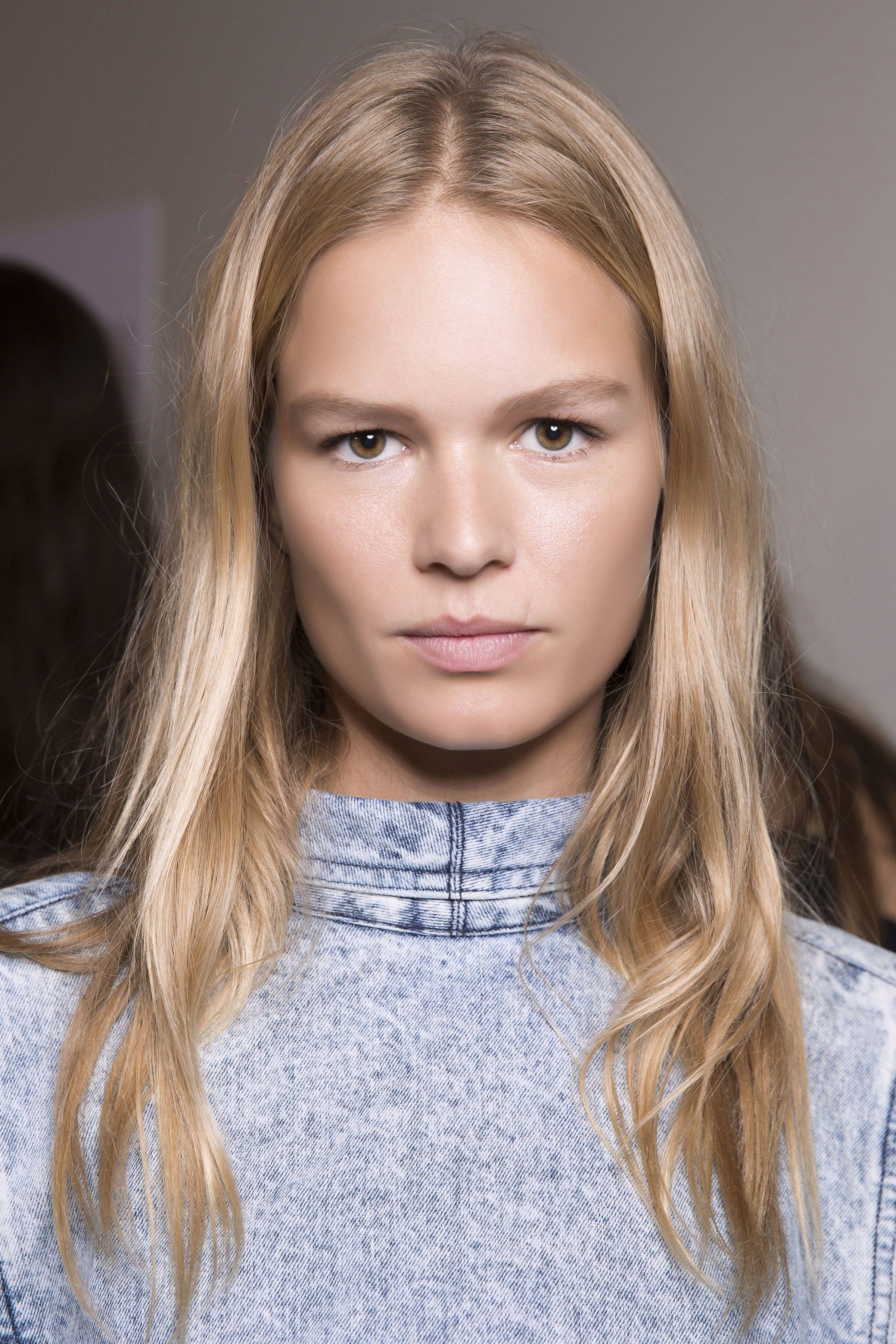 Blonde Haare Das Sind Die 5 Neuen Blond Tone Fur Die Neue Saison Braun Blonde Haare Blonde Haare Frisuren Langhaar