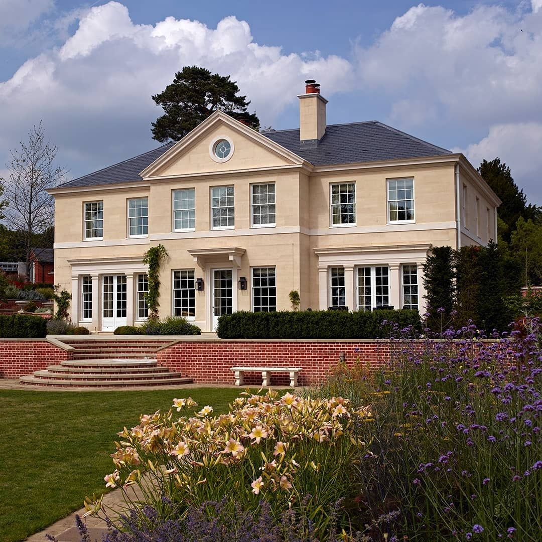 A Restrained Classical Style House Designed By Hugh Petter Not Overloaded With Decorative Detail Finis In 2020 Regency Architecture Adam Architecture Regency House