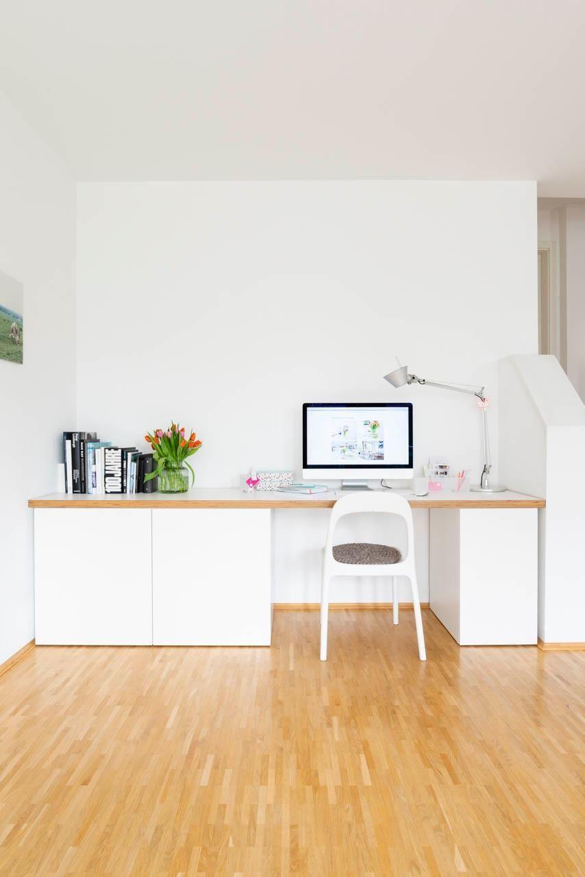 Der Schreibtisch ist aus Ikea Küchenschränken selbst… – Margot Schinköth
