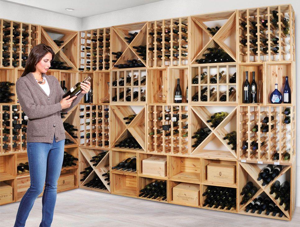Scaffali della bottiglia di vino fotografia stock immagine di