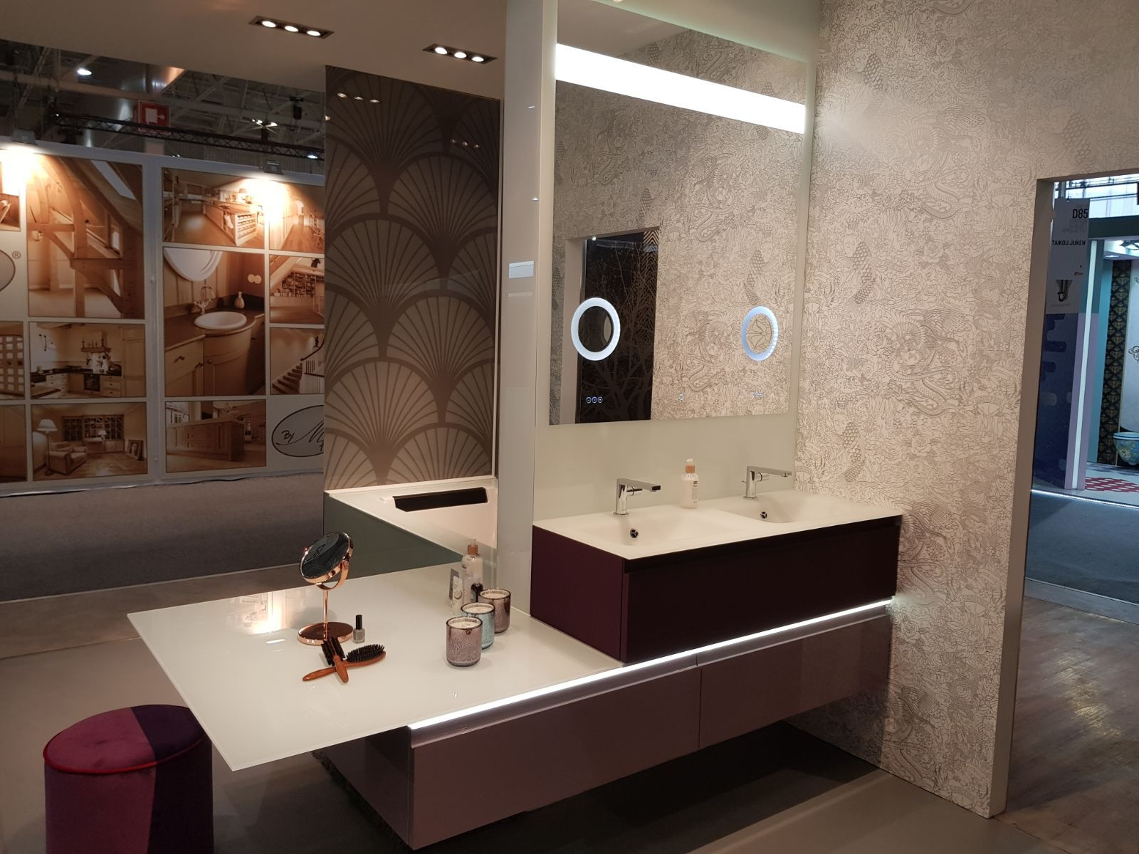 Esprit boudoir pour cet ensemble de salle de bain rose poudré et ...