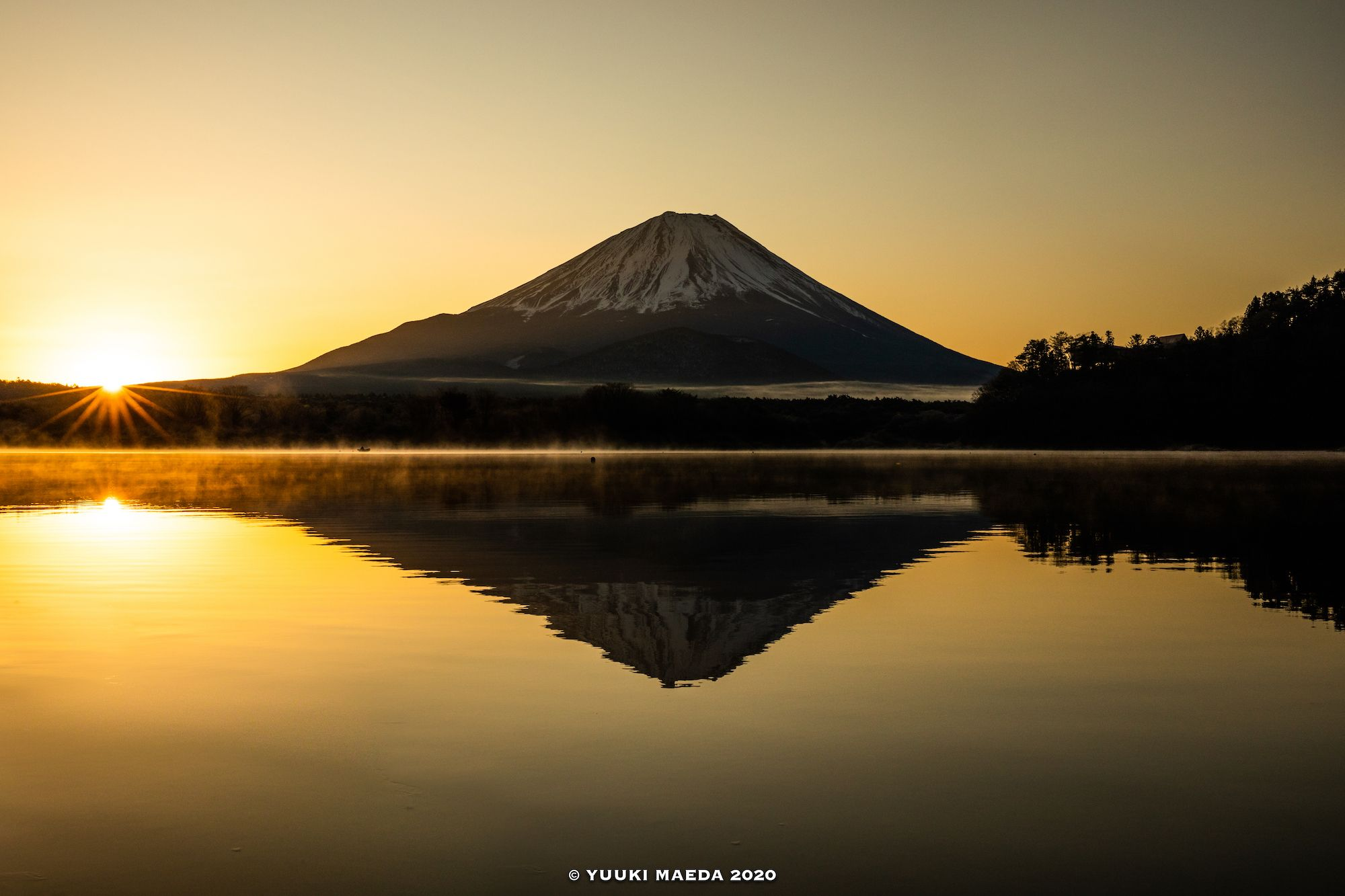 Today is the day of Mt. Fuji! . Photo by : Yuuki Maeda . Follow us for amazing posts! #PASHADELIC #FUJIdelic . . #canon_photos #5dmarkiv #mtfuji #fujiyama #fujisan #photography #photooftheday #nature #naturephotography #landscape #landscapephotography #japan #japan_of_insta #japanphoto #igers #ig_japan #mountain #mountains #mountainphotography #富士山 #富士 #山