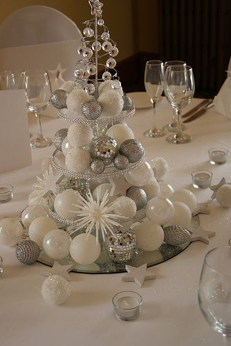 White  silver #Christmas table setting prostřený stůl Pinterest