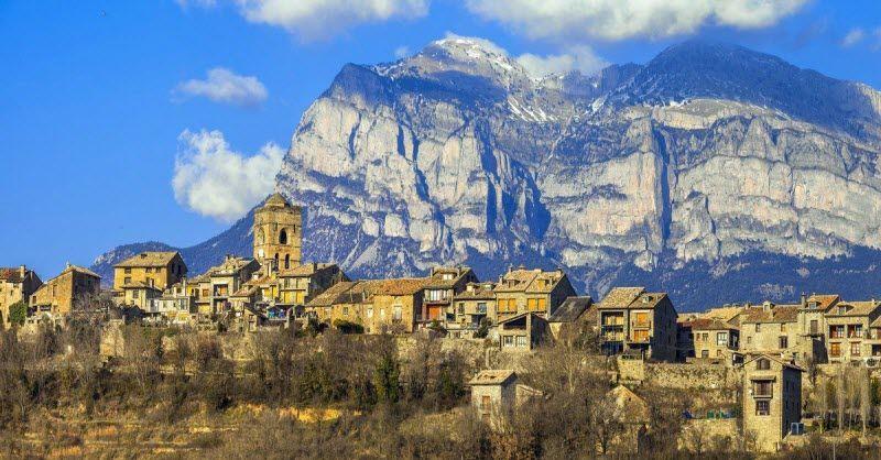 Descubre A Fondo El Pirineo Aragonés Oscense Con Estas 3 Rutas De Un Día Conoce Los Pueblos Rurales El Parque De Ordesa Y M Pirineo Aragones Pirineos Rafting