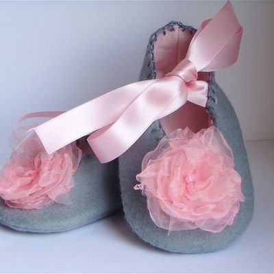 ~✿ڿڰۣ Grey and Pink Baby Shoes