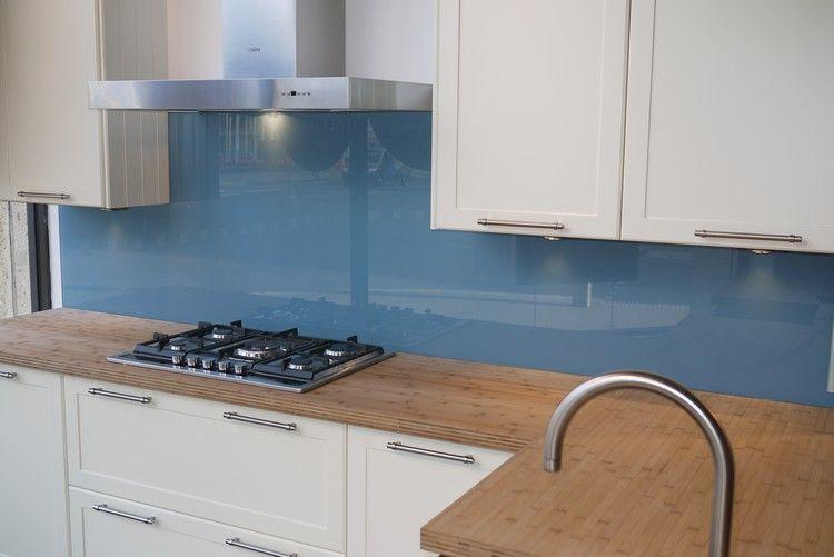 Moderne Glas Küchenrückwand Designs bieten Spritzschutz in der Küche ...