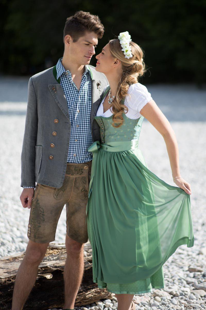 In Tracht Heiraten Trachtenbrautkleider Fur Die Hochzeit Von Ludwig Therese Trachtenmode Dirndl Hochzeit Dirndl Brautkleid Braut