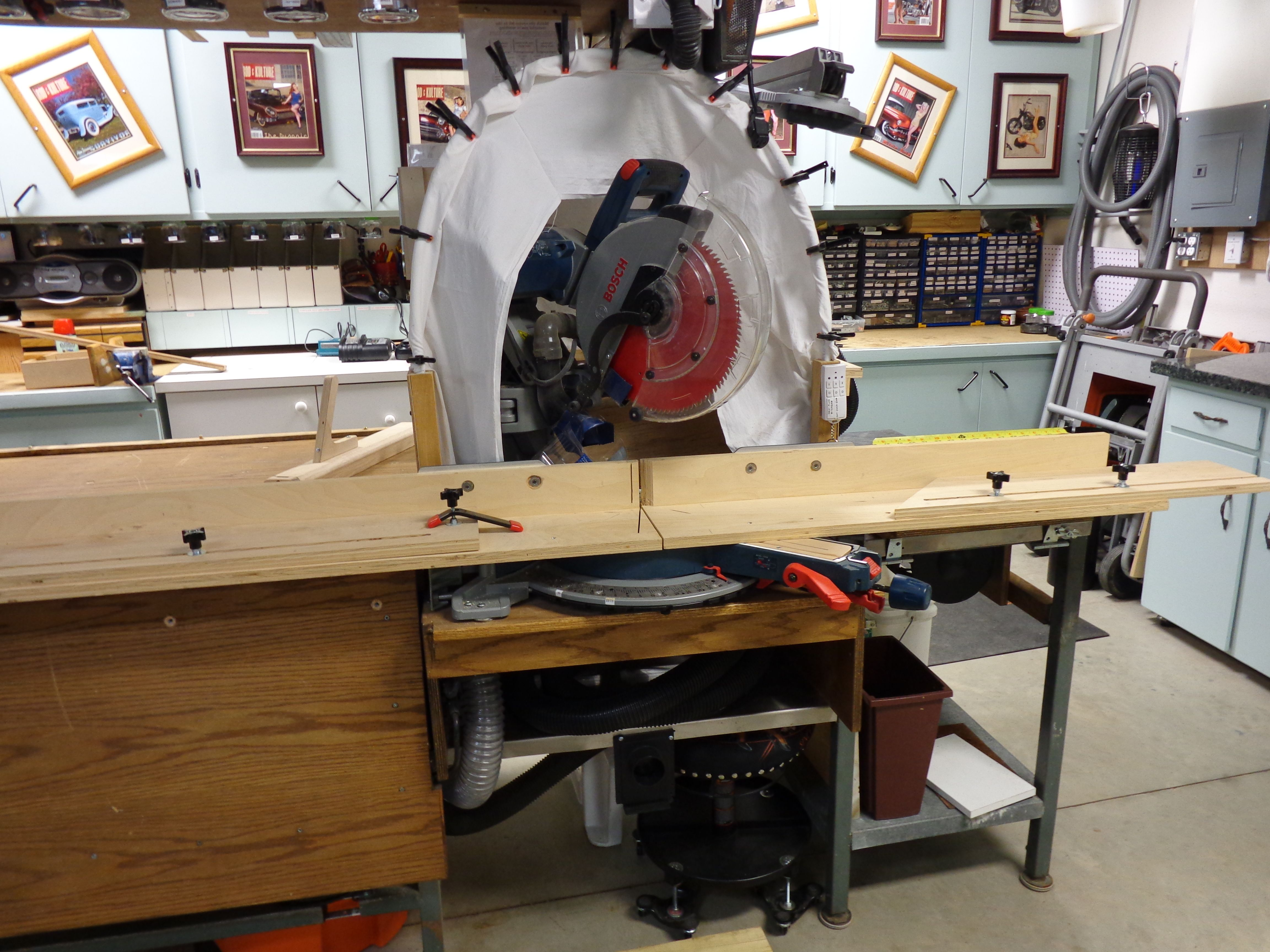 28 Articulating Miter Saw With Dust Collecting Hood