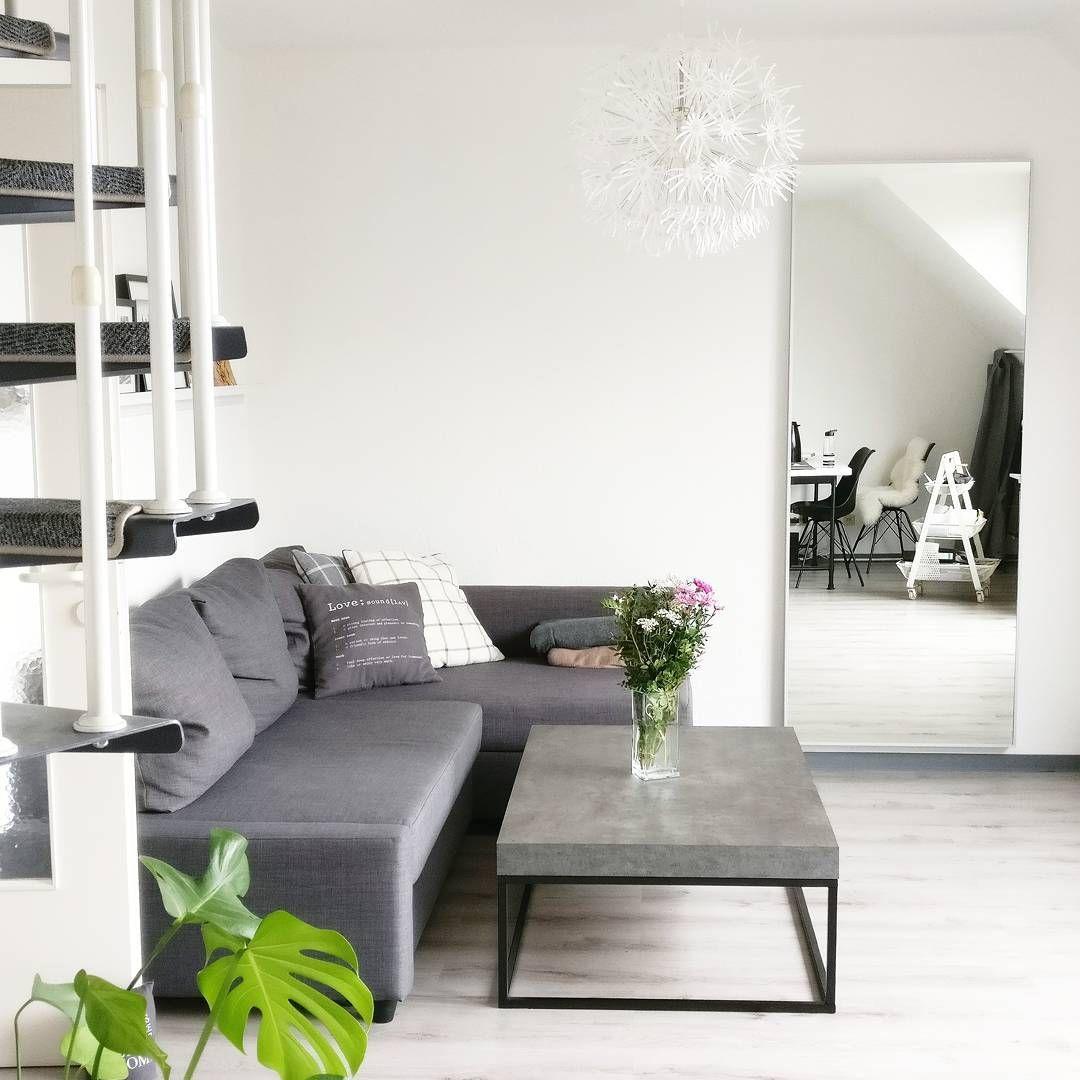 interior monochrom minimalistisch wohnzimmer in grau mit grauem boden ikea friheten sofa und. Black Bedroom Furniture Sets. Home Design Ideas