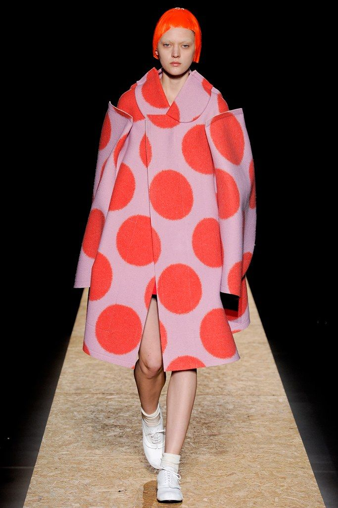 See the complete Comme des Garçons Fall 2012 Ready-to-Wear collection.