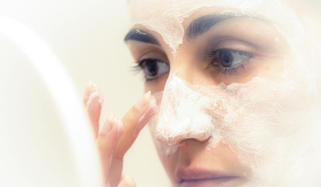 Peau sensible : recette de gommage visage fait maison   Gommage visage, Gommage visage fait ...