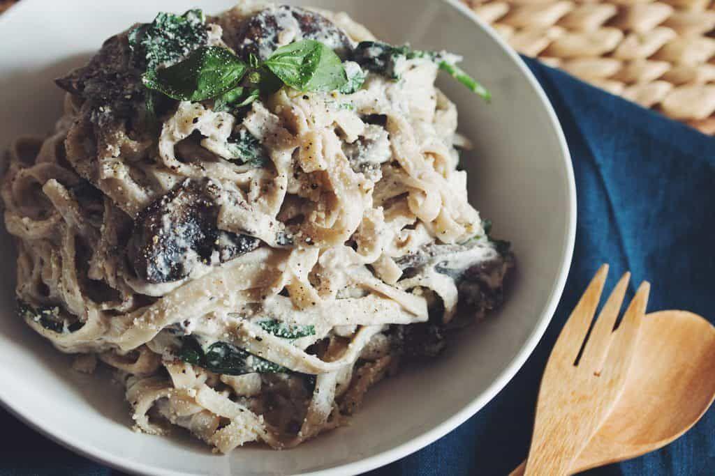 Creamy Vegan Mushroom Fettuccine Alfredo Hot For Food By Lauren Toyota Recipe In 2020 Food Fettuccine Alfredo Stuffed Mushrooms