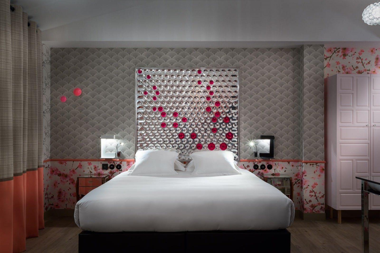 papiers peints cole and son elitis hotel crayon rouge paris mur t l pinterest crayons. Black Bedroom Furniture Sets. Home Design Ideas