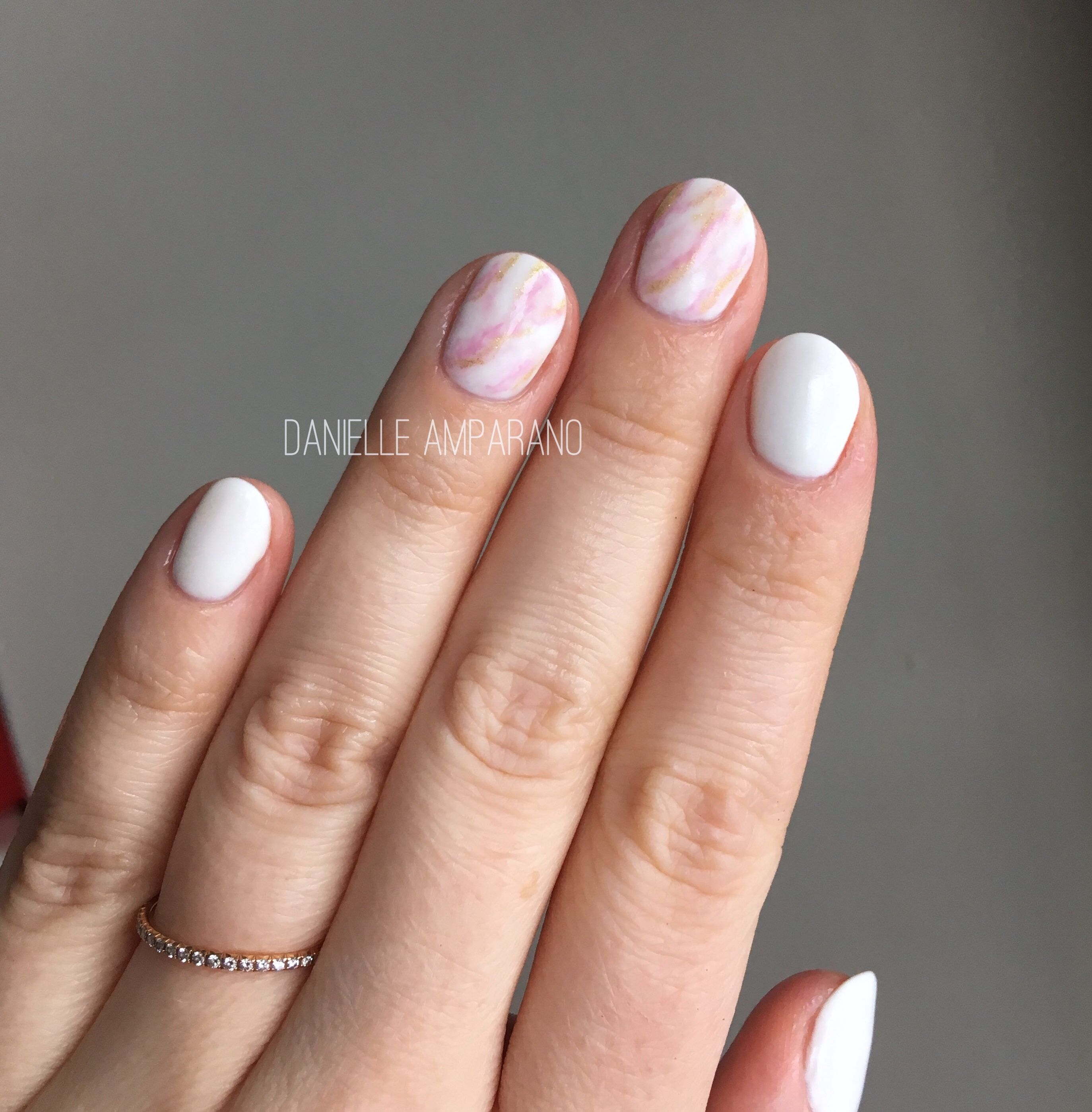 Gelmoment Rose Gold Marble Nails In 2020 Marble Nails Nail Art Inspiration Manicure