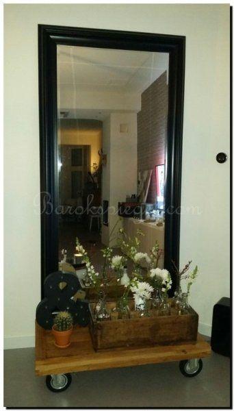 Grote moderne zwarte spiegel in woonkamer | Grote spiegels | Pinterest
