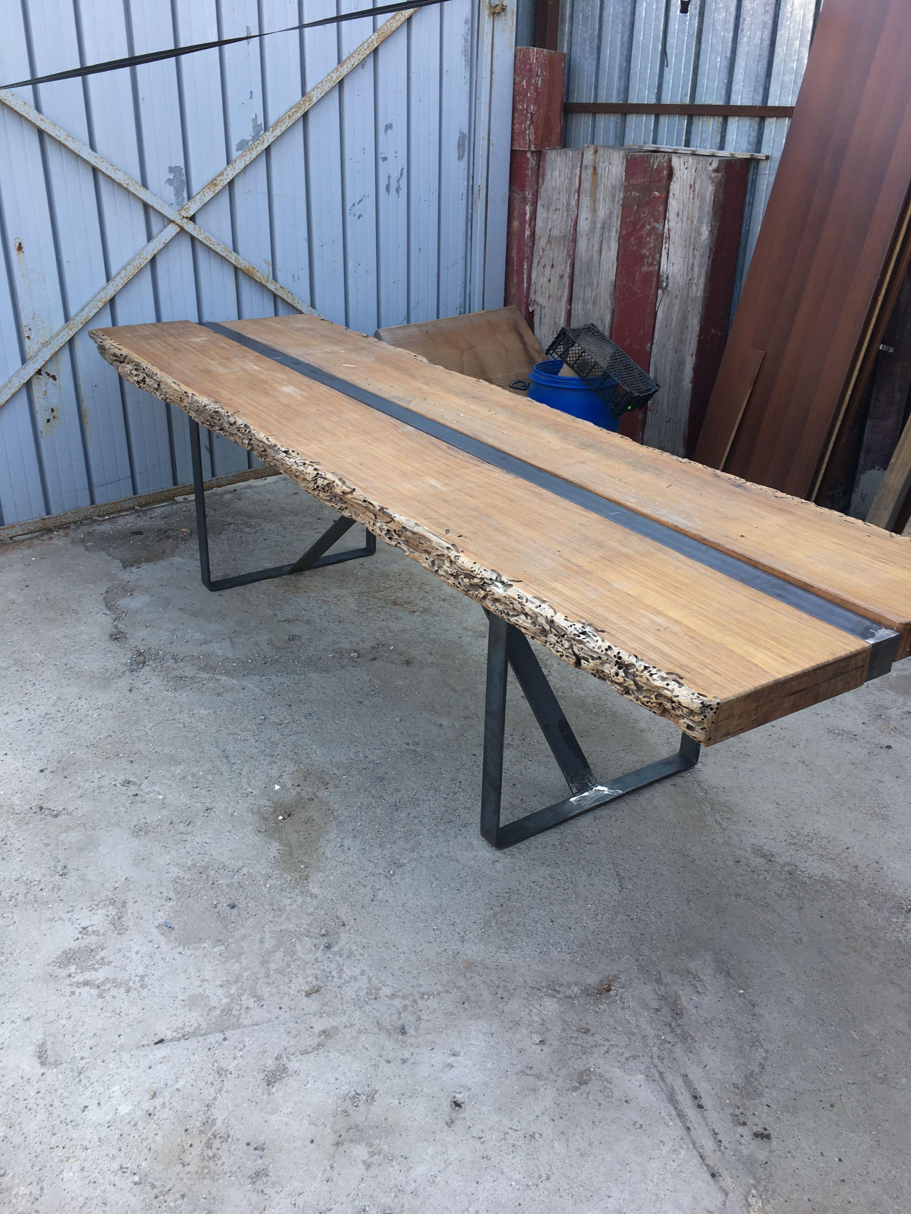 Table haute pied métal en cours Mobilier
