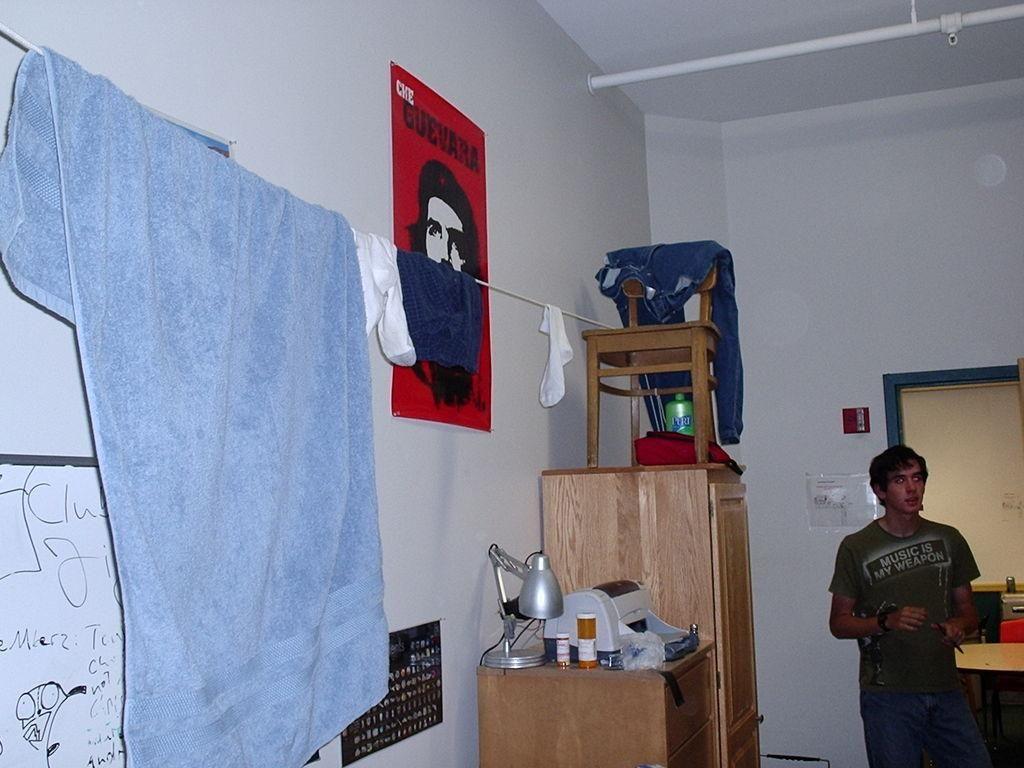 Diy dorm room crafts diy dorm clothes line diy dorm for Diy crafts for dorm rooms