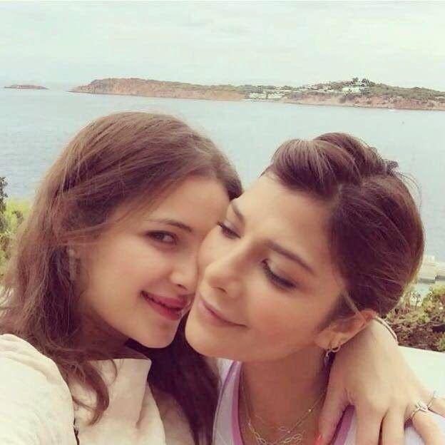 مجلة حلوة أصالة نصري تمضي العيد على شواطىء اليونان صور Pearl Earrings Fashion Earrings