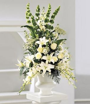 White Flower Arrangements Clic Flowers Wedding Arrangement Pix Jpg