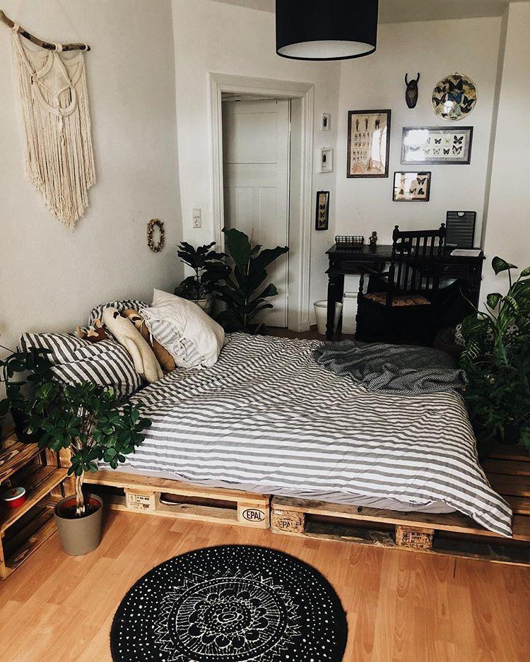 Pallet bed in 2019 Schlafzimmer, Zimmereinrichtung und