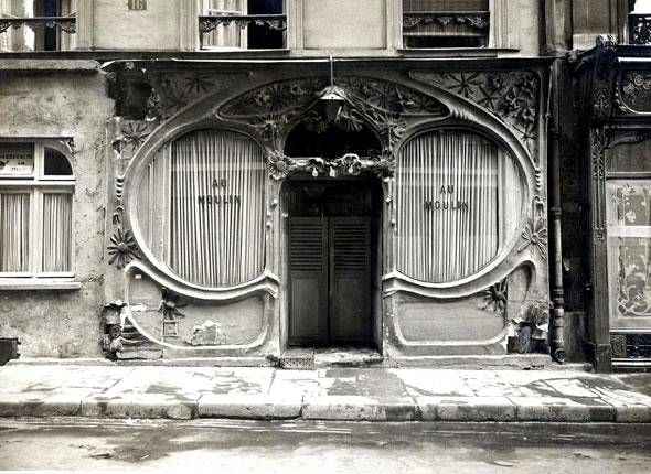 Devanture de la maison Au Moulin, 16, rue Blondel (2e) aux courbes ...