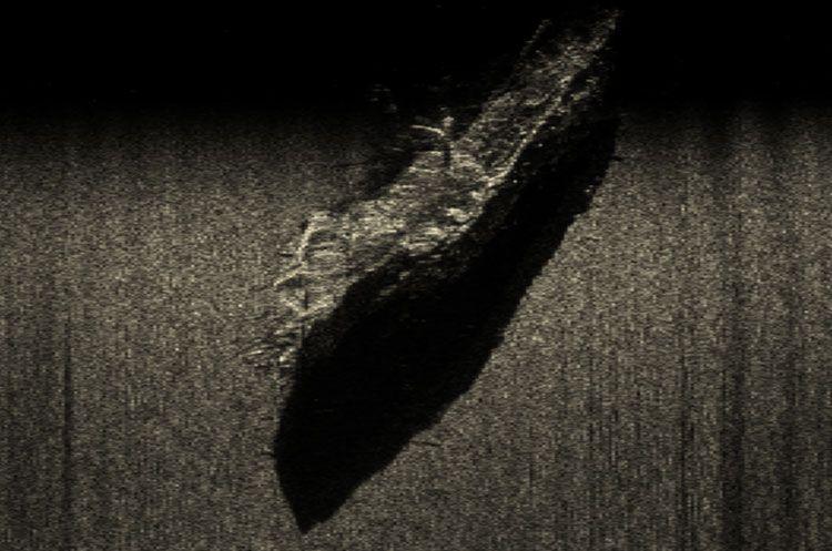 Acorazado Ruso Lefort 1844-Golfo de Finlandia el barco está en condiciones excelentes. Los daños visuales son sólo mástiles y bauprés, quebrados aparentemente durante el naufragio, y bordes decorativos del casco, parcialmente interrumpidos por las redes de pesca.
