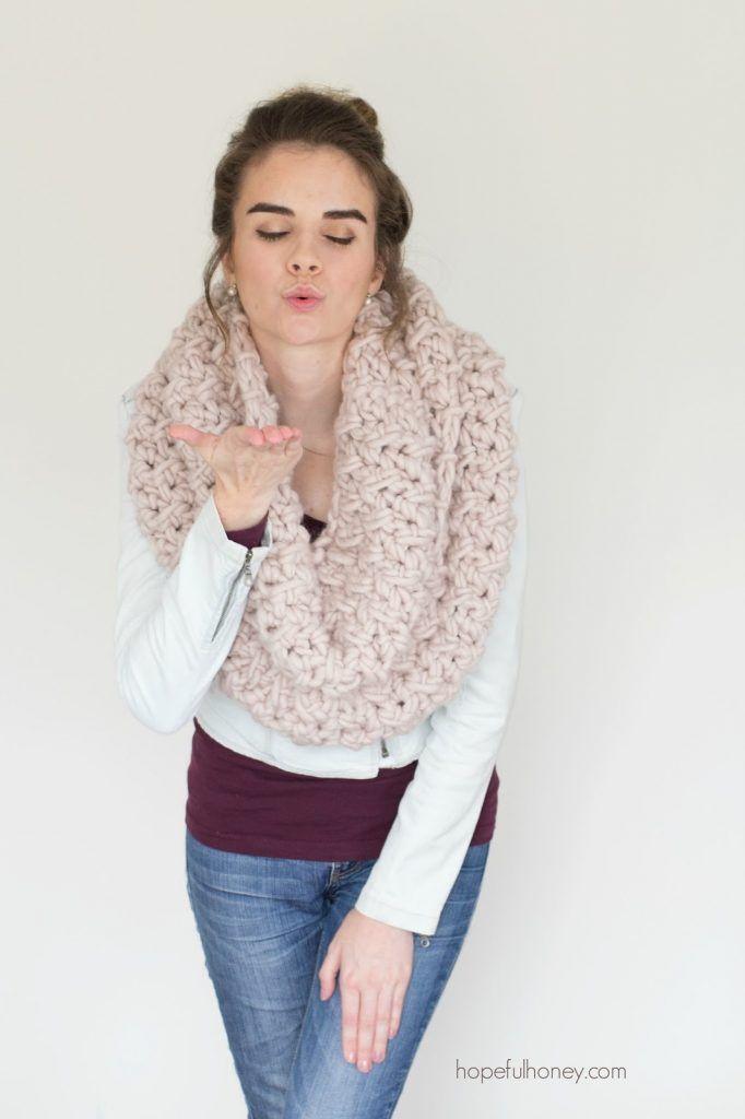 Marshmallow Infinity Scarf - Free Crochet Pattern | Tejido