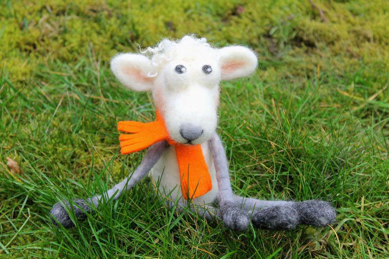 Monster & Tiere - handgefilztes Schaf Günter - ein Designerstück von fraubrunselsfilz bei DaWanda