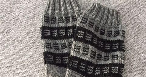 Käsitöitä ja käsillä tekemistä, villasukkia ja virkkausta, vanhaa ja uutta.